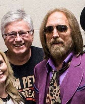Here's a photo of JON SCOTT and his friend TOM PETTY backstage at the HOLLYWOOD BOWL before PETTY's last performance.