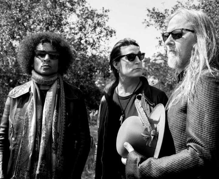 Corey Taylor + More Perform Alice in Chains' 'Man in the Box'