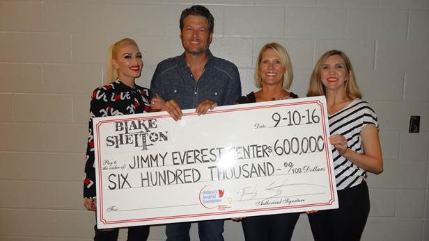Blake Shelton Gives Back During Fall Tour Opener