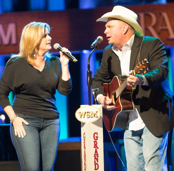 Garth Brooks And Trisha Yearwood Surprise Fans At The