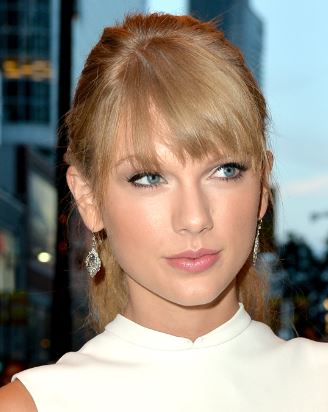 Taylor Swift Snags Four iHeartRadio Music Awards | AllAccess.com